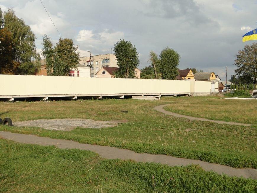 Хмельницький стадіон «Локомотив» забудовують, чимало людей проти (Фото, відео) (фото) - фото 1