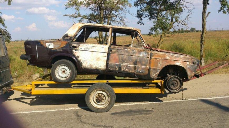 Криворожские активисты, блокирующие дорогу на Крым, вызвали спасателей  загоревшейся легковушке (ФОТО), фото-2