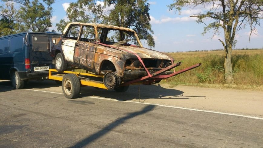 Криворожские активисты, блокирующие дорогу на Крым, вызвали спасателей  загоревшейся легковушке (ФОТО), фото-1