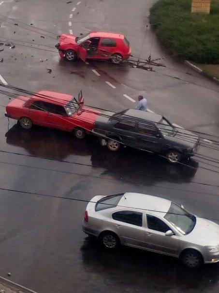 На кільці поблизу Дріжджзавода у Чернівцях вчора забракло місця ще двом водіям (фото) - фото 1
