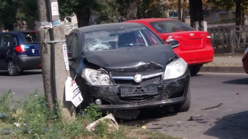 Тройное ДТП в Кривом Роге:  разбиты машины, пострадали люди    (ФОТО), фото-3