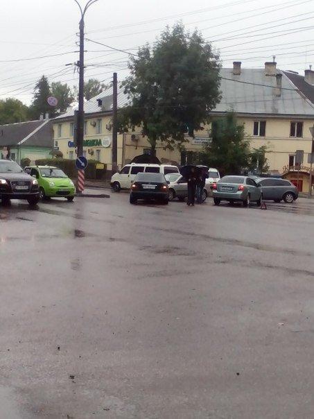 На перехресті вулиць Чорновола-Хімічна не розминулись дві автівки (ФОТО) (фото) - фото 1