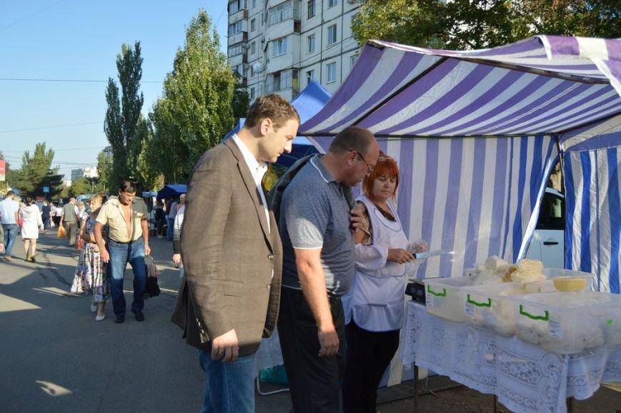 Бахарев: Первую после блокады Крыма сельхозярмарку в Симферополе люди покидали с полными сумками (ФОТО) (фото) - фото 1