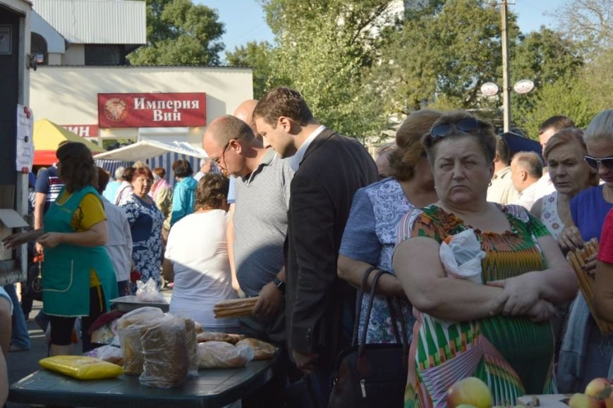 Бахарев: Первую после блокады Крыма сельхозярмарку в Симферополе люди покидали с полными сумками (ФОТО) (фото) - фото 6