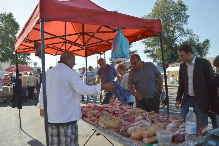 Бахарев: Первую после блокады Крыма сельхозярмарку в Симферополе люди покидали с полными сумками (ФОТО) (фото) - фото 9