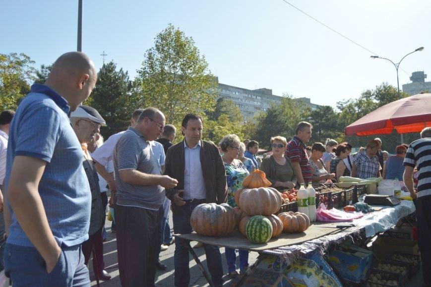 Бахарев: Первую после блокады Крыма сельхозярмарку в Симферополе люди покидали с полными сумками (ФОТО) (фото) - фото 10
