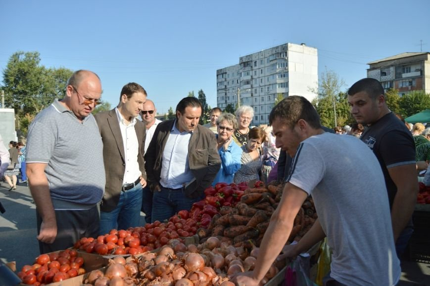 Бахарев: Первую после блокады Крыма сельхозярмарку в Симферополе люди покидали с полными сумками (ФОТО) (фото) - фото 3