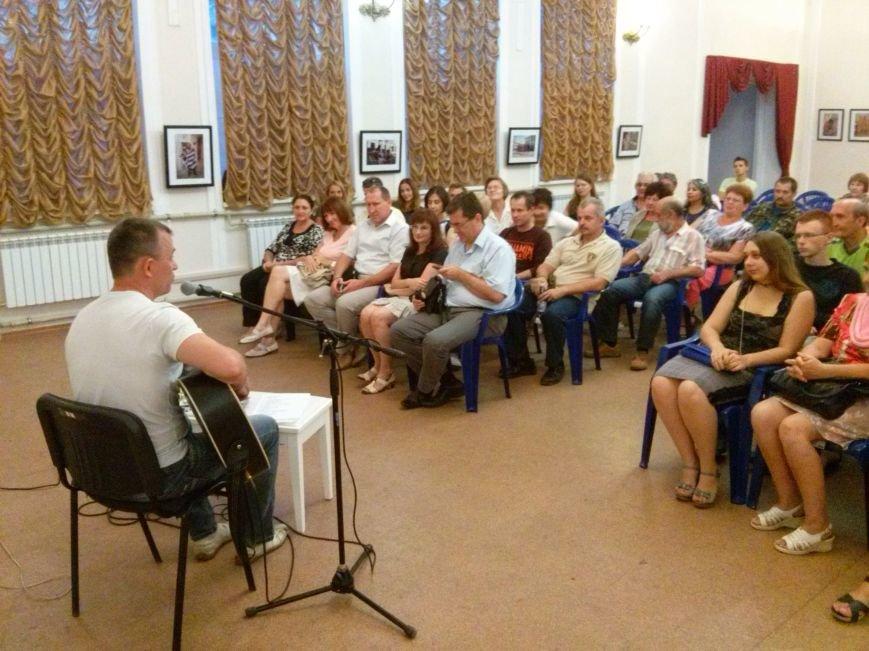 Поэт из Киева посетил защитников Мариуполя на передовой и подарил концерт жителям города (ФОТО) (фото) - фото 2