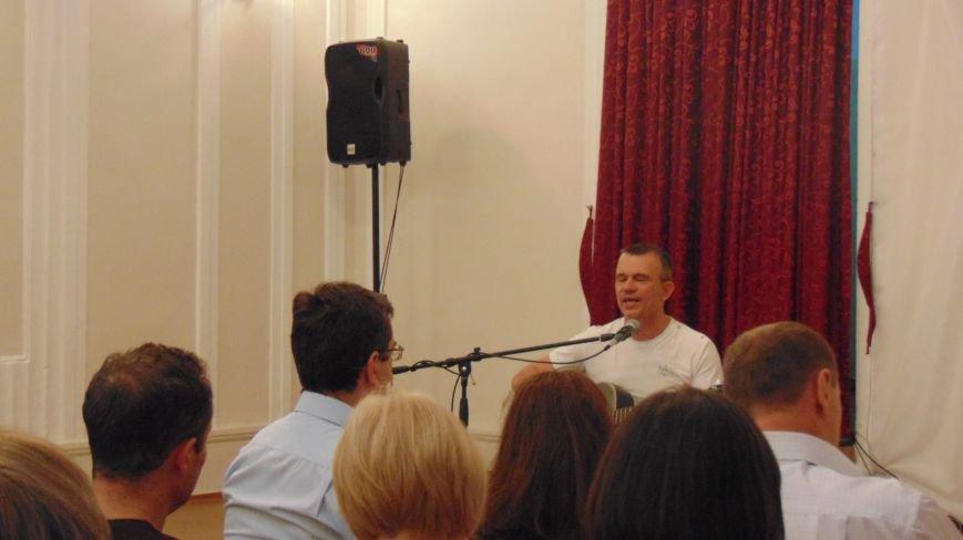 Поэт из Киева посетил защитников Мариуполя на передовой и подарил концерт жителям города (ФОТО) (фото) - фото 4