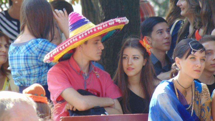 Испанки, индианки, ирландки и мексиканки покорили сердца мариупольцев (ФОТОФАКТ) (фото) - фото 4