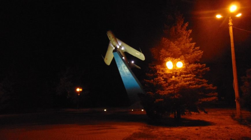 Над Мариуполем прожекторы высветили МИГ – 17 (ФОТОФАКТ) (фото) - фото 1