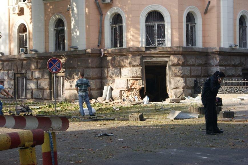 Мощность взрыва под зданием Службы безопасности Украины в Одессе составил 5-6 килограмм Ттротила (ОБНОВЛЯЕТСЯ, ФОТО) (фото) - фото 1