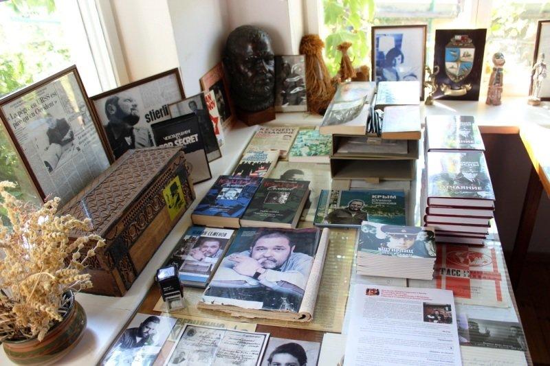 В музее Юлиана Семенова под Ялтой открылась новая экспозиция (фото) - фото 1