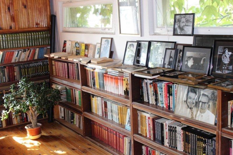 В музее Юлиана Семенова под Ялтой открылась новая экспозиция (фото) - фото 2