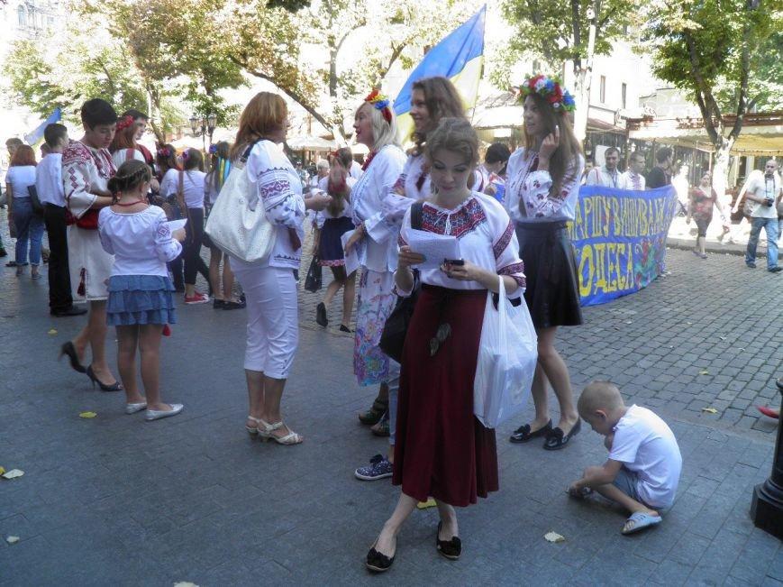 В одесском Мегамарше вышиванок принял участие отец Кузьмы (ФОТО) (фото) - фото 1