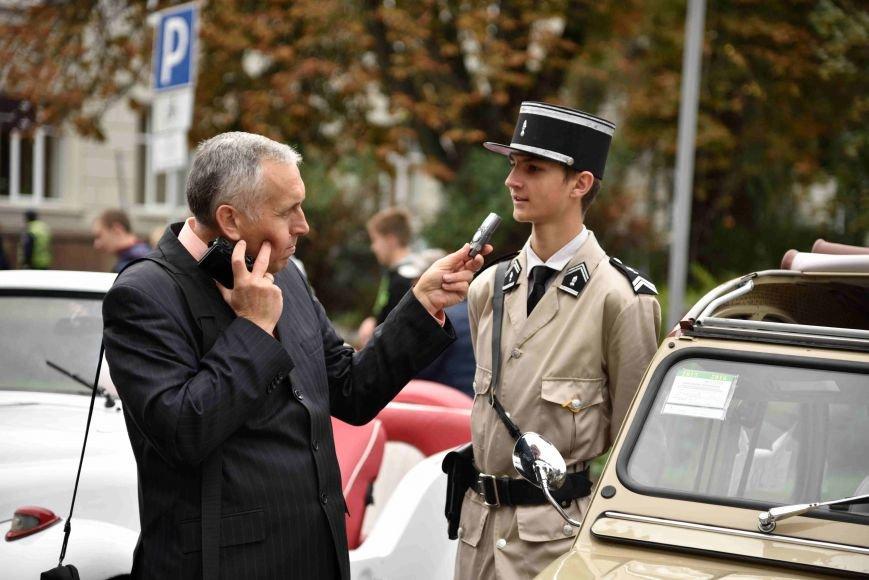До Тернополя на ретро-автомобілі приїхали герої легендарної французької комедії (ФОТОРЕПОРТАЖ), фото-4