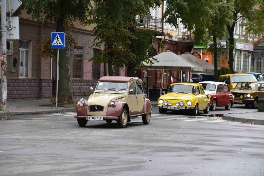 До Тернополя на ретро-автомобілі приїхали герої легендарної французької комедії (ФОТОРЕПОРТАЖ), фото-1
