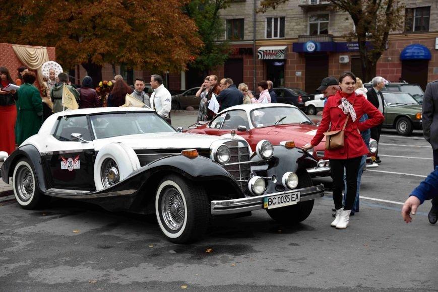 До Тернополя на ретро-автомобілі приїхали герої легендарної французької комедії (ФОТОРЕПОРТАЖ), фото-2