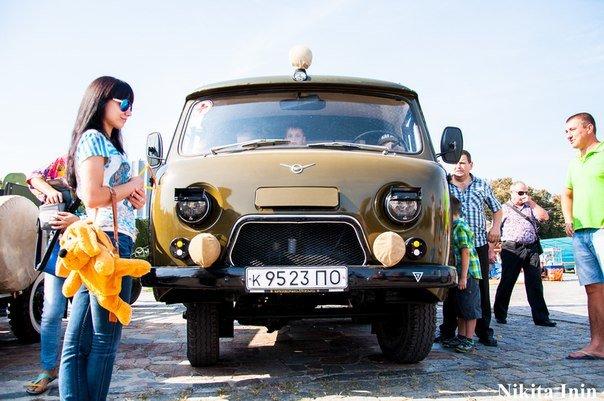 В Кременчуге устроили выставку раритетных автомобилей и мотоциклов (фото) - фото 2
