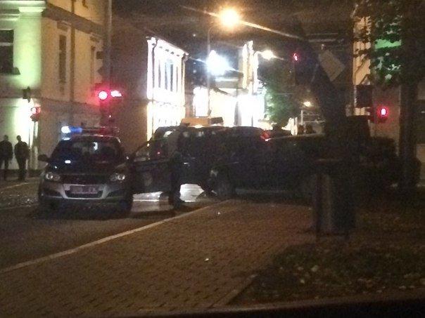 В Гродно на перекрестке ул Карла Маркса и Социалистической столкнулись две иномарки (фото) - фото 2