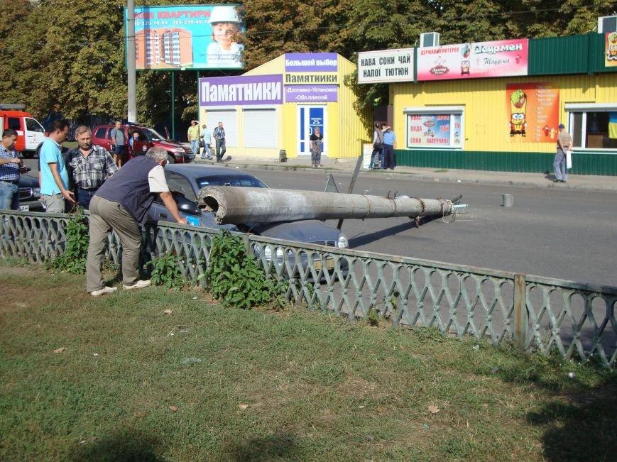 В Кировограде электроопора упала на автомобиль (ФОТО) (фото) - фото 1