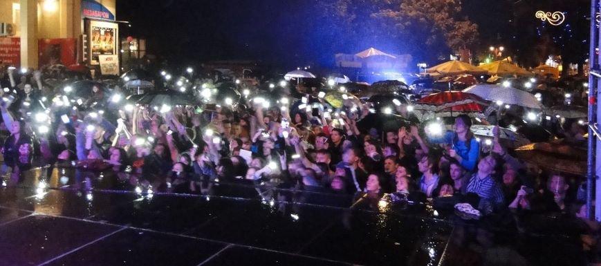 Попри зливу хмельничани відривались під «Мотор'роллу», симфонічному ж оркестру більше пощастило з погодою (Фото, відео) (фото) - фото 2