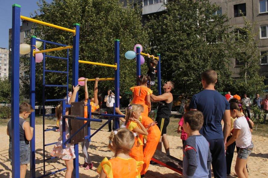 Добропольским детям подарили еще одну площадку (ФОТО), фото-11
