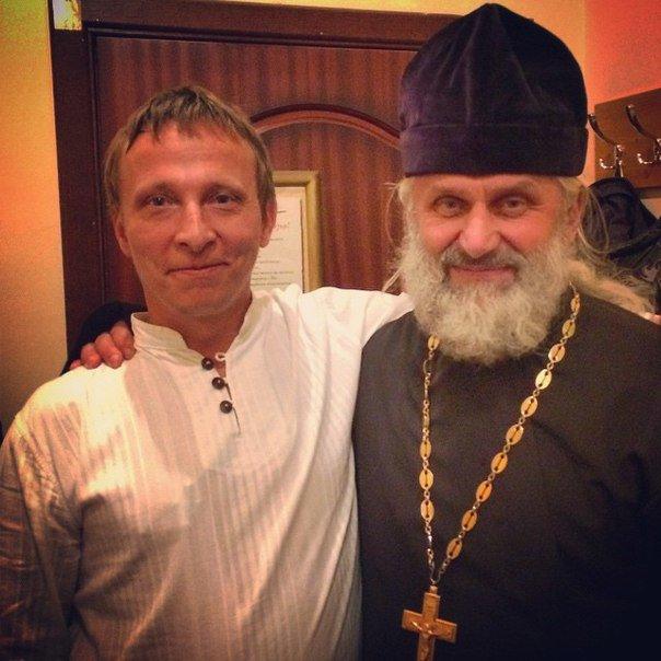 Неделя в Гродно: епископ с Охлобыстиным, игра со светом и уникальный кабриолет (фото) - фото 6