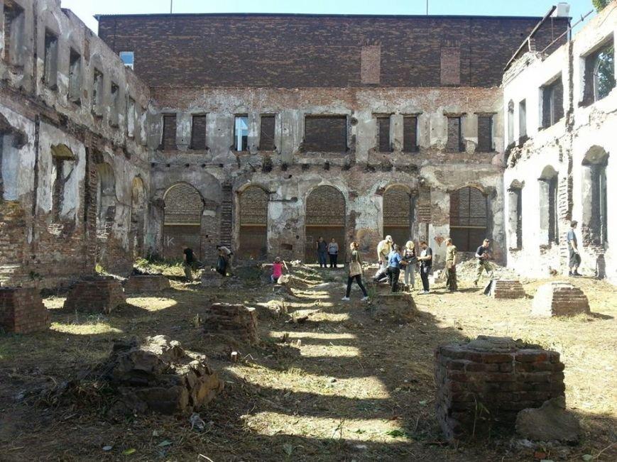 Мариупольские активисты расчистили территорию синагоги, которая может стать арт-резиденцией(Фотофакт), фото-1