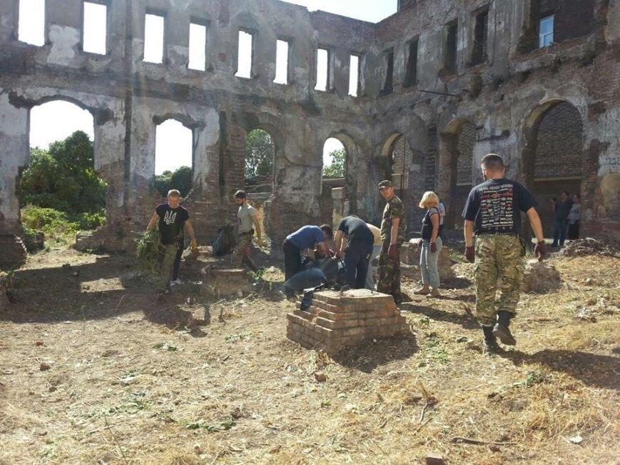 Мариупольские активисты расчистили территорию синагоги, которая может стать арт-резиденцией(Фотофакт), фото-2