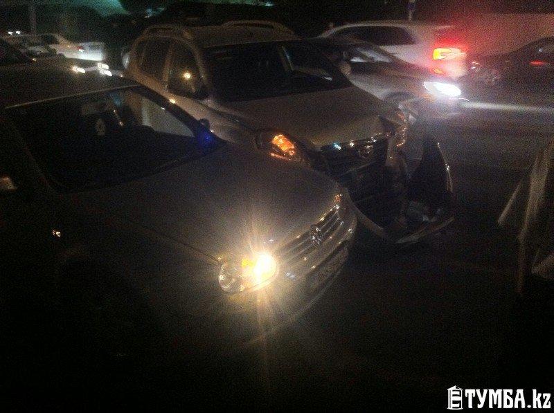 4 автомобиля столкнулись на перекрестке в Актау (фото) - фото 1
