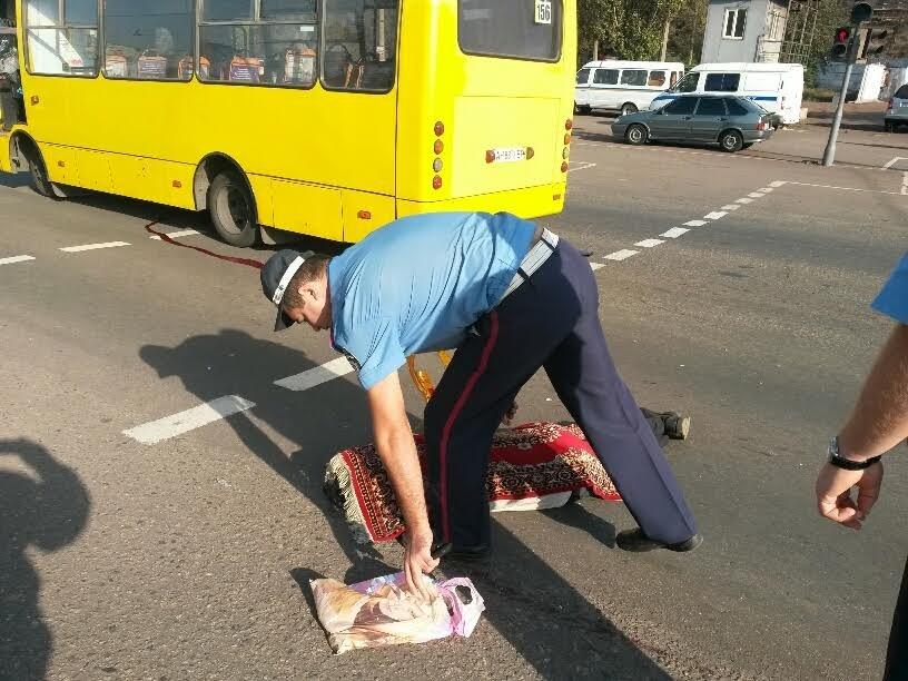 Водитель мариупольской маршрутки сбил насмерть человека на пешеходном переходе (ФОТО+ДОПОЛНЕНО) (фото) - фото 4