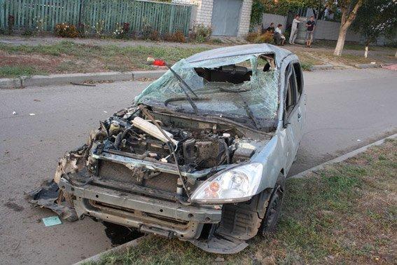 В Кременчуге произошло смертельное ДТП: водитель погиб, пассажир - в коме (ФОТО) (фото) - фото 1