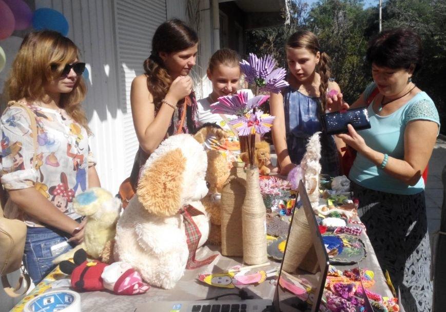 Алупкинские школьники подключились к благотворительной акции «Белый цветок», фото-1