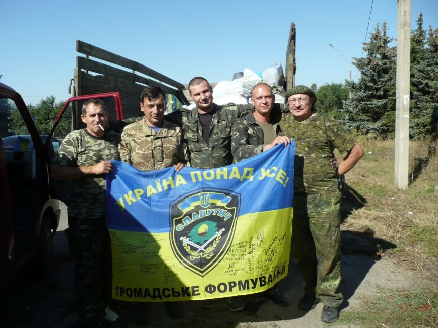 Волонтери Славутича разом з б__йцями