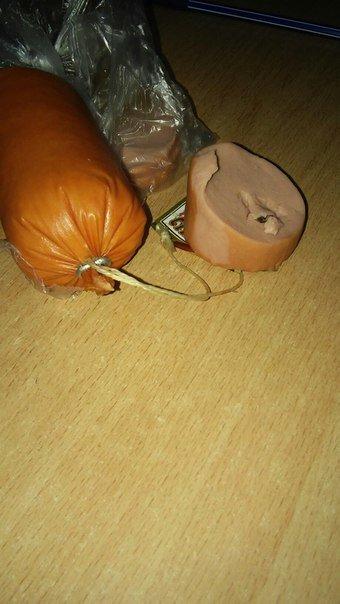 Чем кормят николаевцев: местная жительница обнаружила муху в колбасе (ФОТОФАКТ) (фото) - фото 2