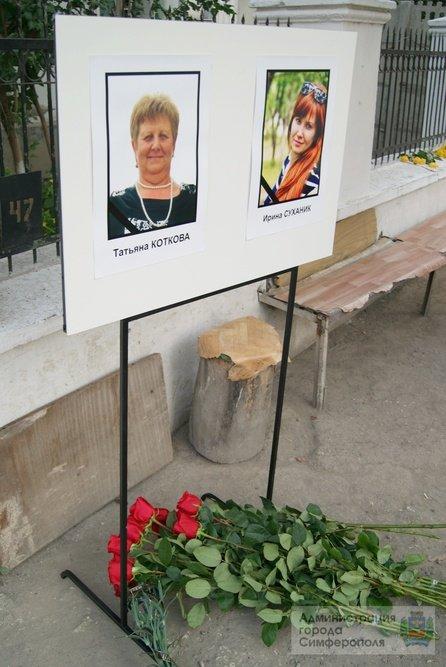 Сегодня в Симферополе простились с медиками, погибшими в результате нападения на «скорую» (ФОТО) (фото) - фото 2