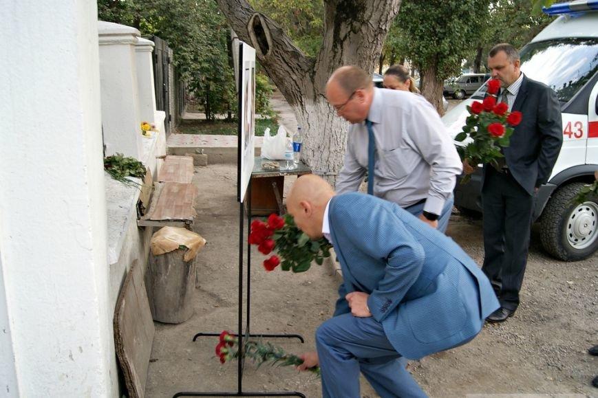 Сегодня в Симферополе простились с медиками, погибшими в результате нападения на «скорую» (ФОТО) (фото) - фото 1