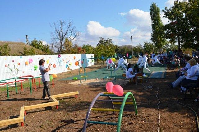 У маленьких жителей села на Николаевщине появилась новая спортивная площадка (ФОТО) (фото) - фото 3
