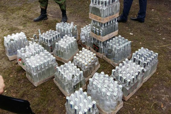 На Львівщині діяв міні-цех із виробництва фальсифікованого алкоголю (ФОТО) (фото) - фото 2