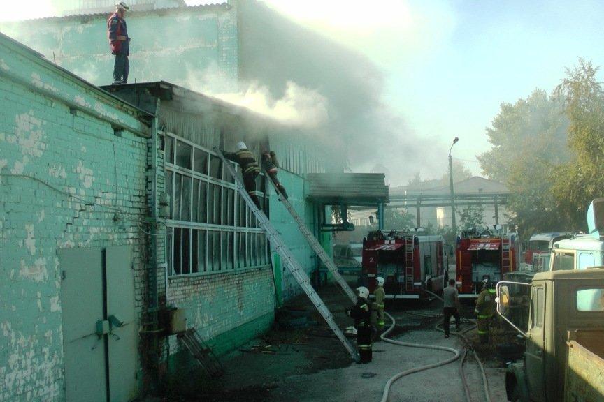 В Белгороде загорелся завод «КонПроК» (фото) - фото 1