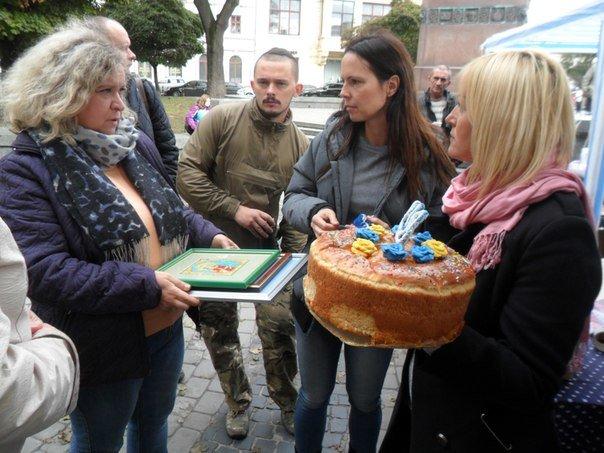 У Львові волонтери відсвяткували ювілейну збірку допомоги для бійців. Як це було (ФОТО+ВІДЕО) (фото) - фото 2