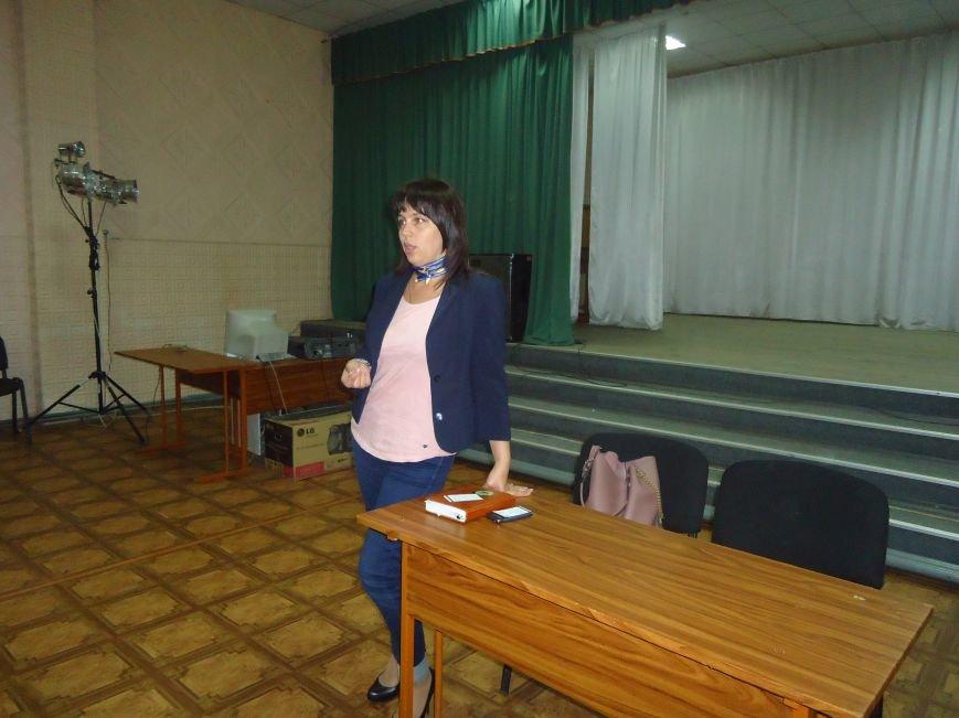 Жители и переселенцы Красноармейска смогли пообщаться с народным депутатом Натальей Веселовой (фото) - фото 1