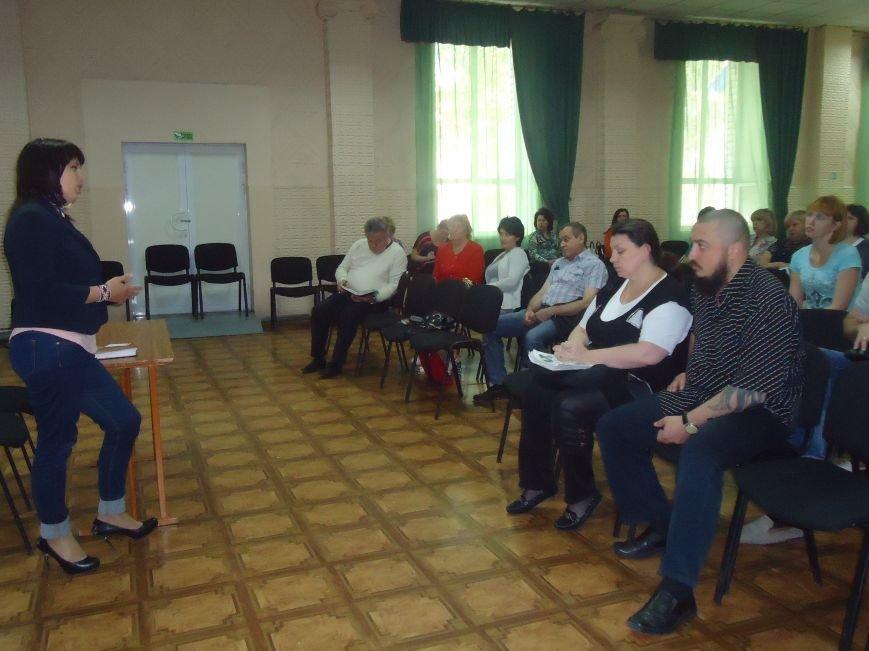Жители и переселенцы Красноармейска смогли пообщаться с народным депутатом Натальей Веселовой (фото) - фото 2