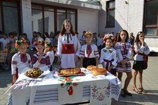 В криворожской школе семиклассники выиграли конкурс на лучший каравай (ФОТО), фото-3