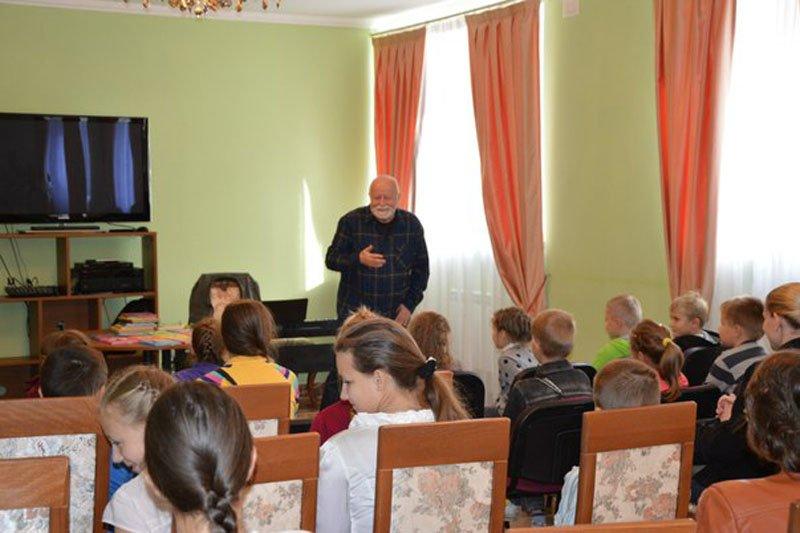 Дети Пушкинского района познакомились с настоящим писателем (фото) - фото 2