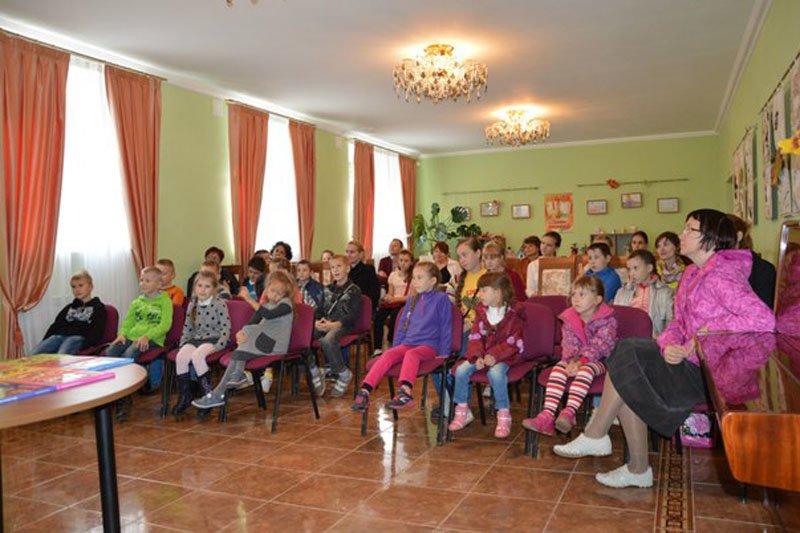 Дети Пушкинского района познакомились с настоящим писателем (фото) - фото 3