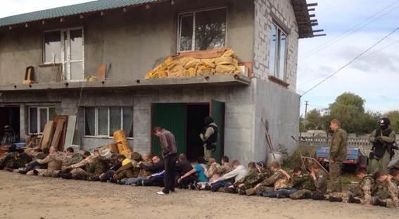 Милиция задержала 35 активистов, которые забросали здание ГФС петардами (ФОТО, ВИДЕО) (фото) - фото 3
