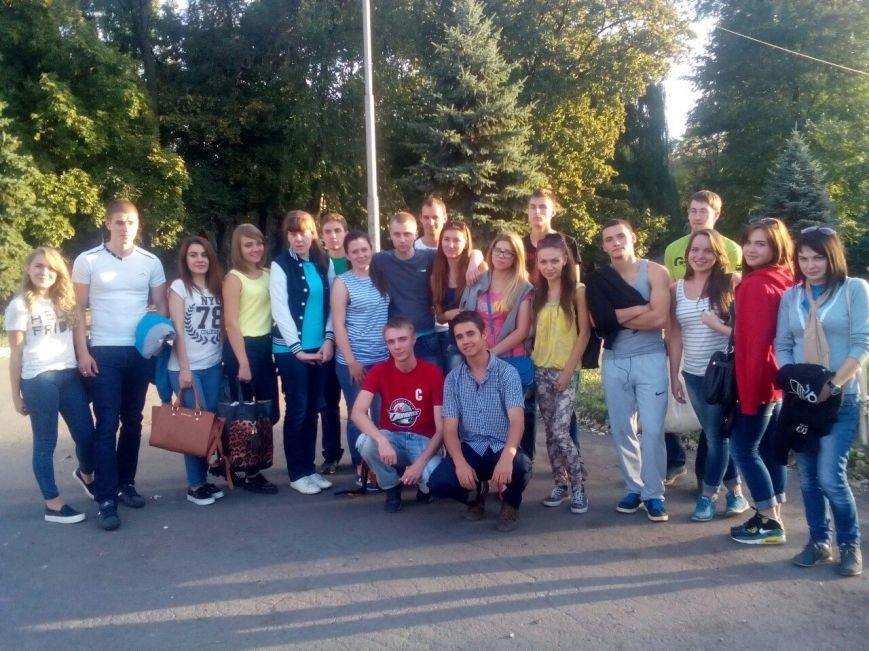 Студенты и преподаватели ДонНТУ Красноармейска побывали на ярком хоккейном матче ХК «Донбасс» (фото) - фото 2