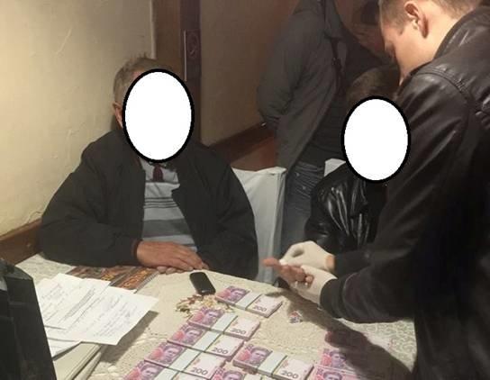Под Киевом юрист и председатель попались на взятке в 200 тыс. грн (ФОТО) (фото) - фото 1